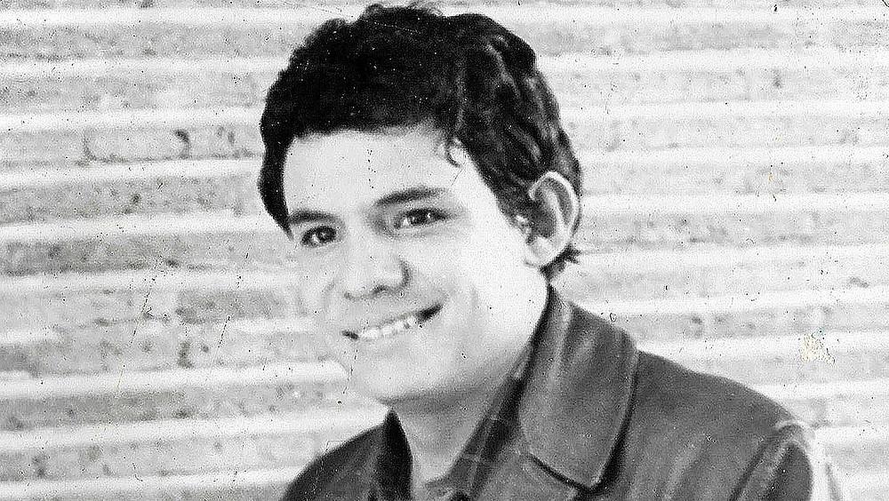José José, sonriendo.