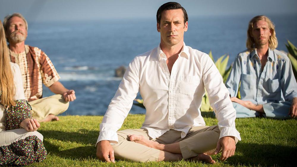 Hombre meditando.
