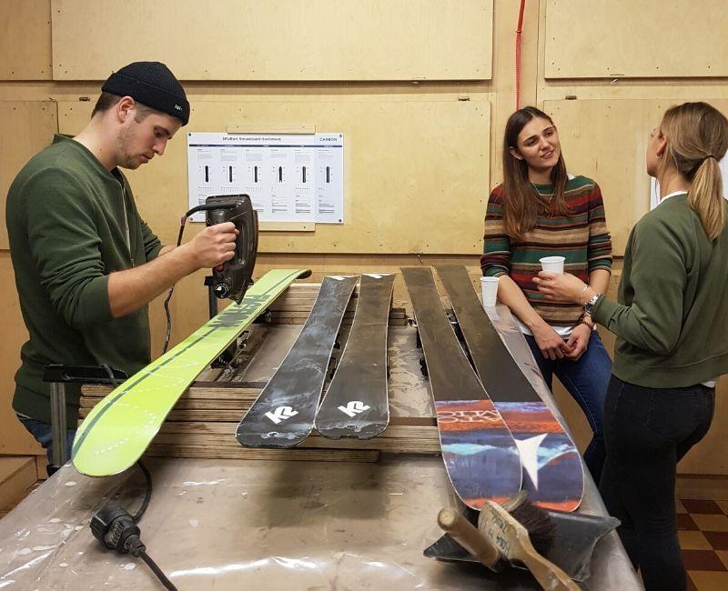 wax skis snowboard