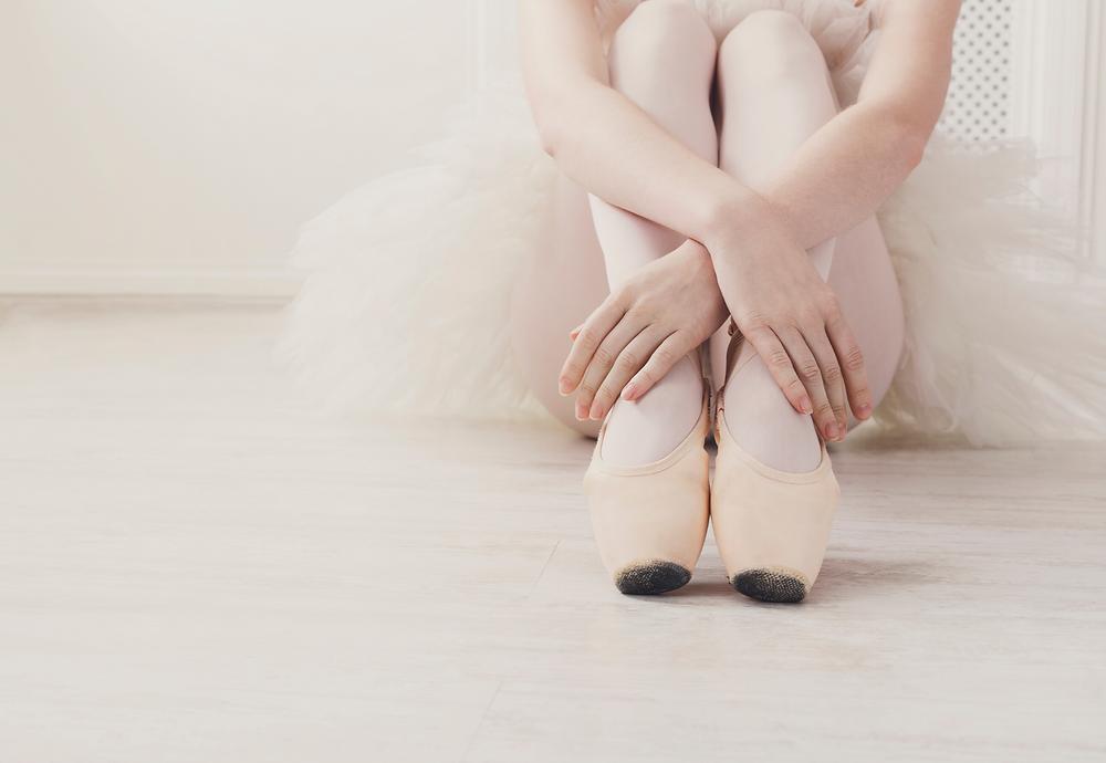bailarina sentada, passos de dança, Milene Oliveira, Dança Cristã
