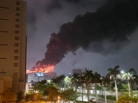 Grave incendio prendió las alarmas en el centro comercial Buenavista II