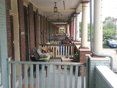 I bellissimi portici delle case a schiera di Baltimore