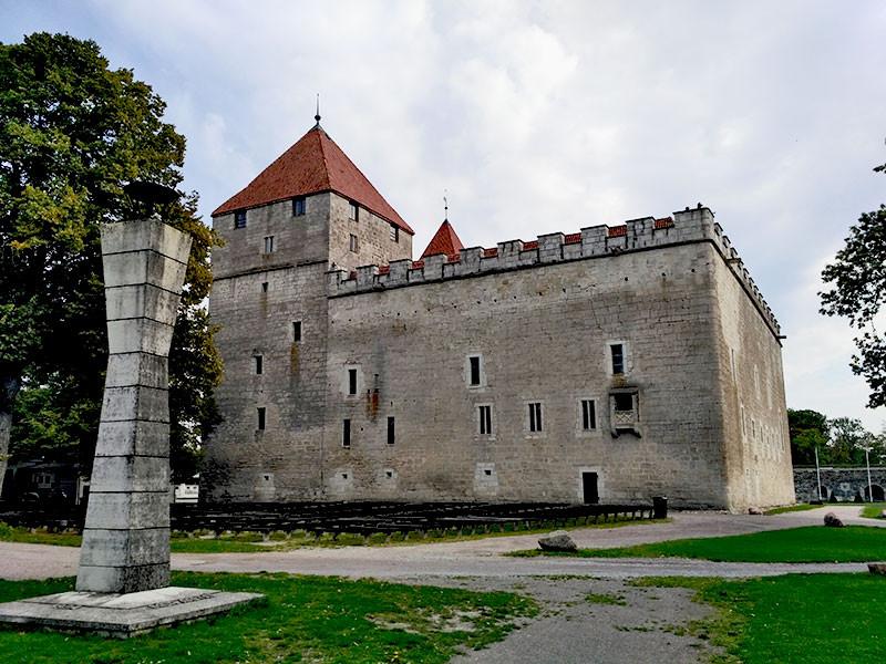 Средневековый замок Аренсбург в Кууресааре