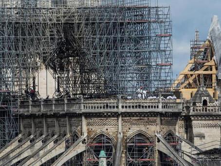Encuentran colillas de cigarrillos en los andamios donde surgió el fuego de Notre Dame