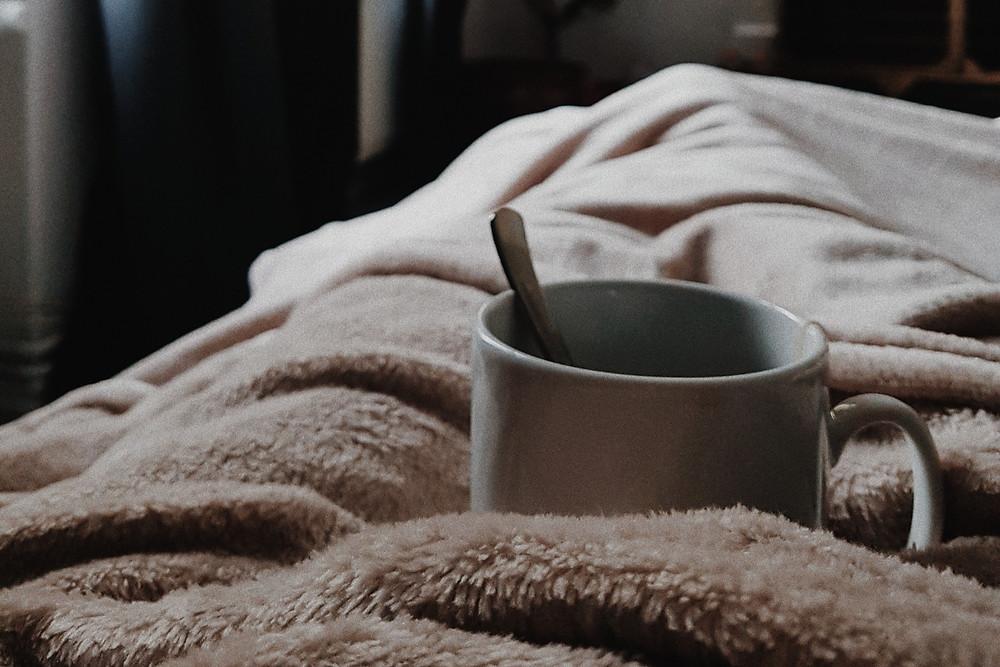 Mug on fleece bedding