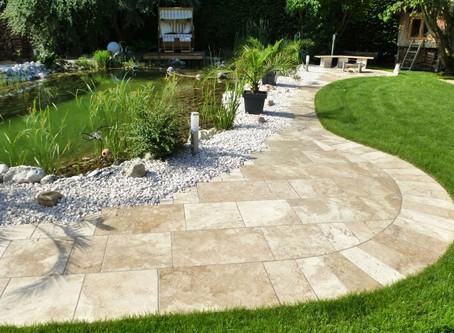 Schwimmteich = Natur Pur und Badespaß im eigenen Garten!