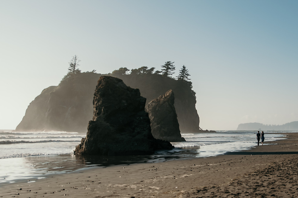 A couple strolls down the coast of Washington at Ruby Beach