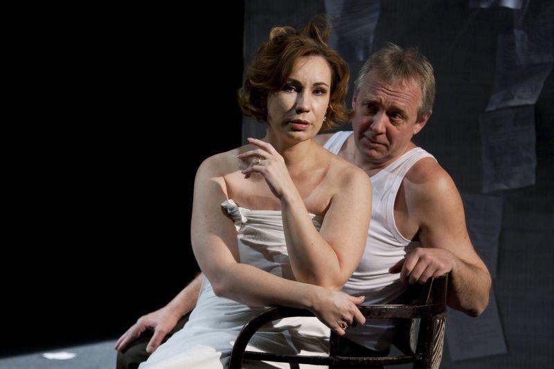 Ольга Тумайкина и Андрей Зарецкий в спектакле «Игры одиноких»