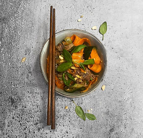Kiniškos salotos, kurias lengva pasigaminti namuose