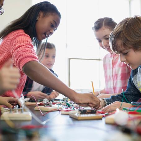 """3 passos para aplicar o conceito """"aprender fazendo"""" na educação"""