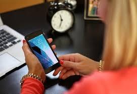 Social media negatively impacts a teenager's self esteem