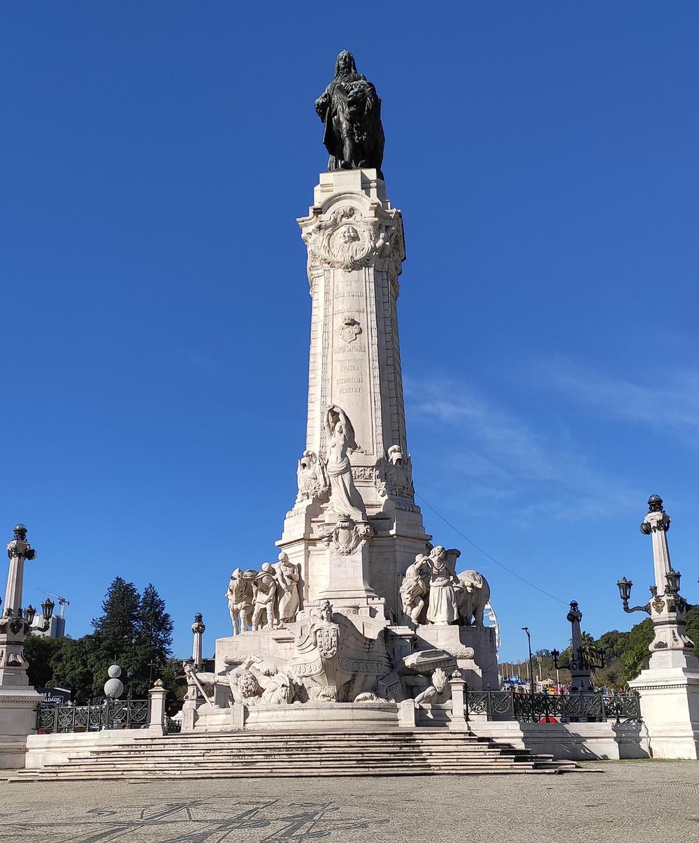 Praça Marques de Pombal, no centro há um monumento em homenagem a  Sebastião José de Carvalho e Melo, conhecido como Marques de Pombal.
