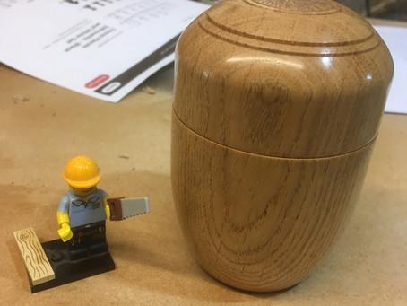 Small box in oak.