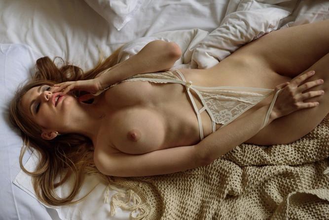 Alina Mayer hot babe 3.jpg