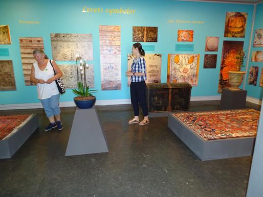 """Drammens Museum – Symbole życia. Część 1 z """"wisienką na torcie"""""""