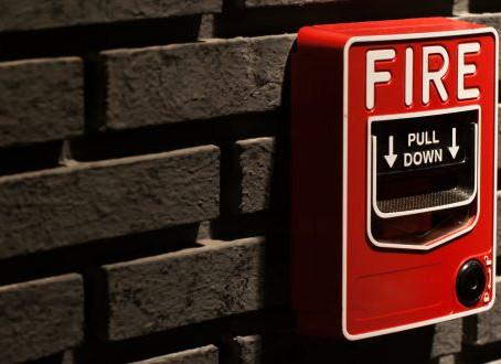 Kenapa Setiap Perniagaan Perlu Sistem Penggera Kebakaran Komersial