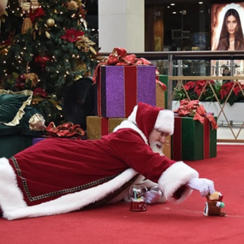 Malls Introduce 'Low-Sensory' Santa Visits for Kids with Autism