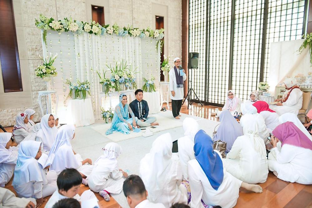 Mei 2018. Tasyakuran 4 bulanan. 13 minggu kehamilan. Michael Ha & Rini Yulianti berdoa bersama.