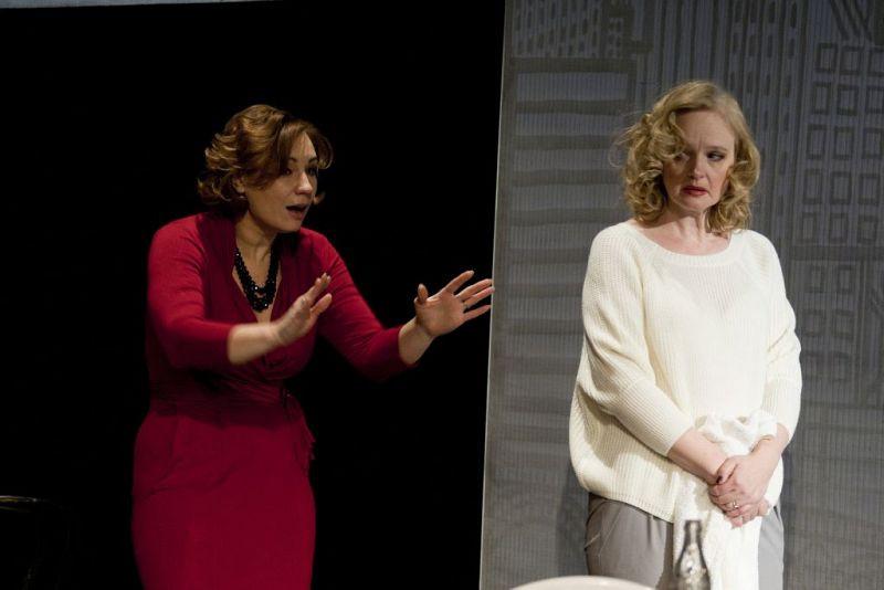 Ольга Тумайкина и Елена Сотникова в спектакле «Игры одиноких»