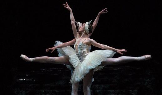 Birmingham Royal Ballet's Swan Lake  c Roy Smiljani