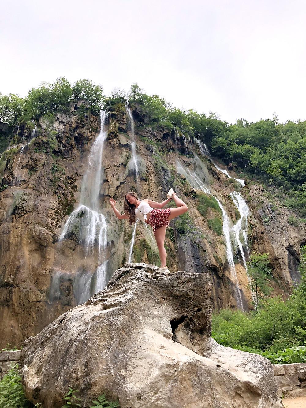 Plitvicer-seen-großer-wasserfall-kroatien