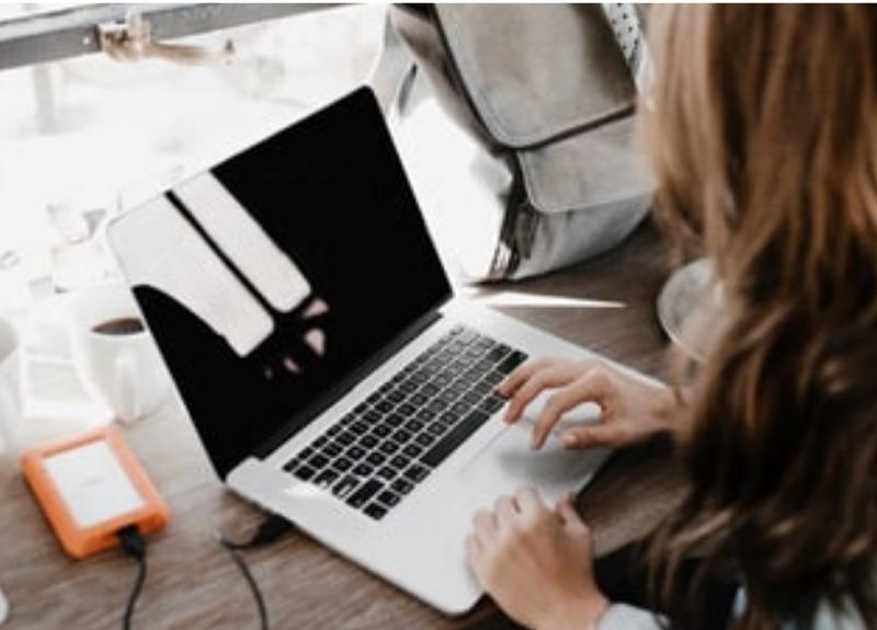 Freelancer, digital nomad, laptop, online courses