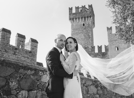 Intimate wedding in Sirmione. Photoshoot for bride and groom in Lake Garda.