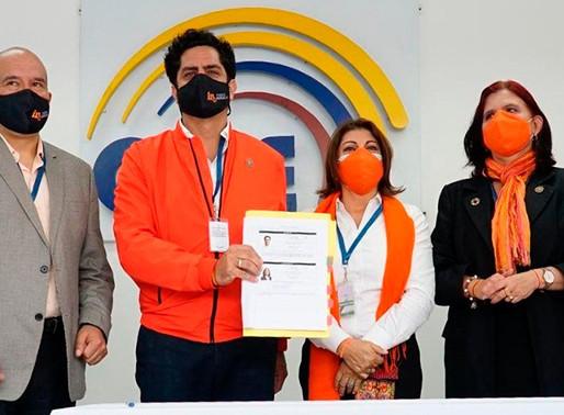 Xavier Hervas oficializó su inscripción como candidato a la presidencia ante el CNE