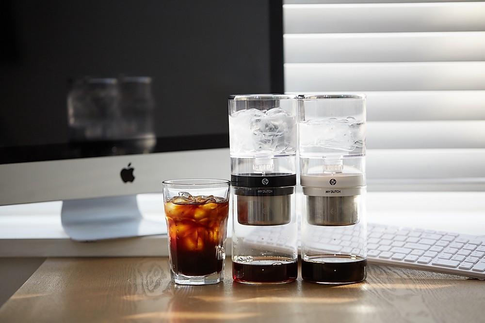 韓國MY DUTCH 冰滴咖啡壺,突破性的概念,將冰滴咖啡又帶入了一個全新的領域,一推出就獲得各界好評,更獲得GOOD DESIGN AWARD。身為咖啡愛好者的小編,為喜愛香醇風味咖啡迷挑選了屬於炎炎夏日的醇淨清涼好選擇!