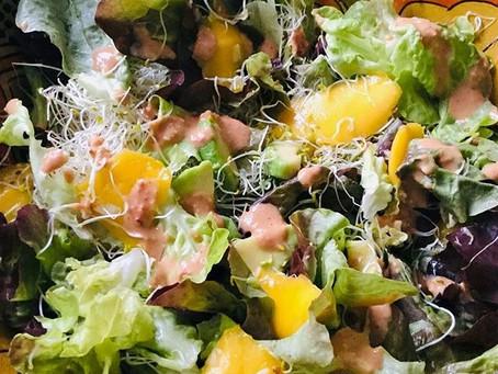 Salade met avocado, mango, taugé en pittige dressing, een blijvertje!
