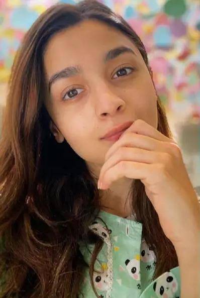 Alia Bhat - Qurantine Look - D Midas Touch Lifestyle Blog