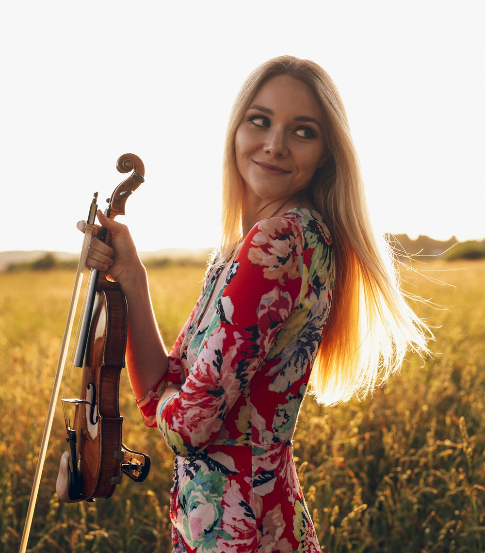Sally Potterton Classical and Pop Violinist