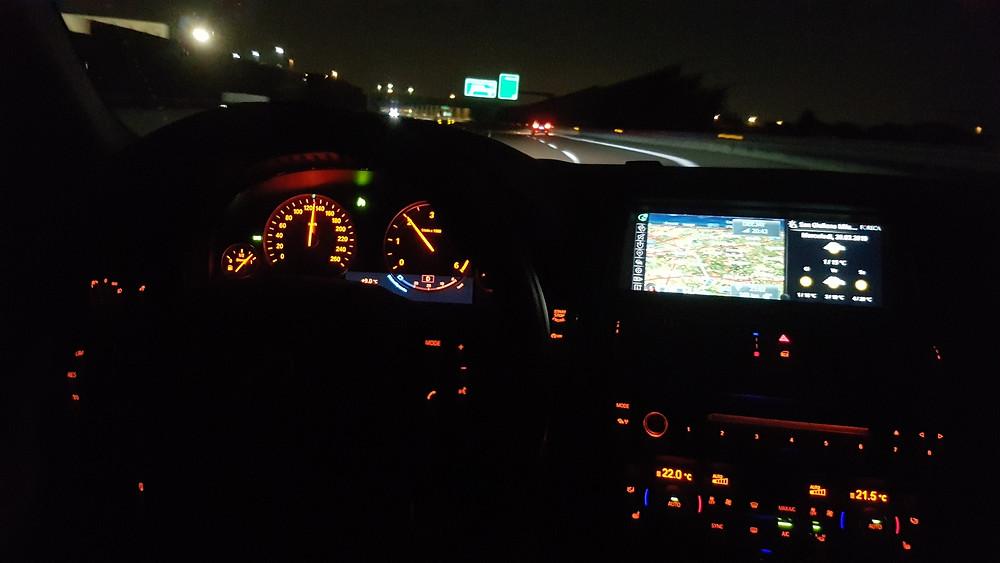 Un servizio cortese e puntuale a bordo di veicoli tecnologici e confortevoli