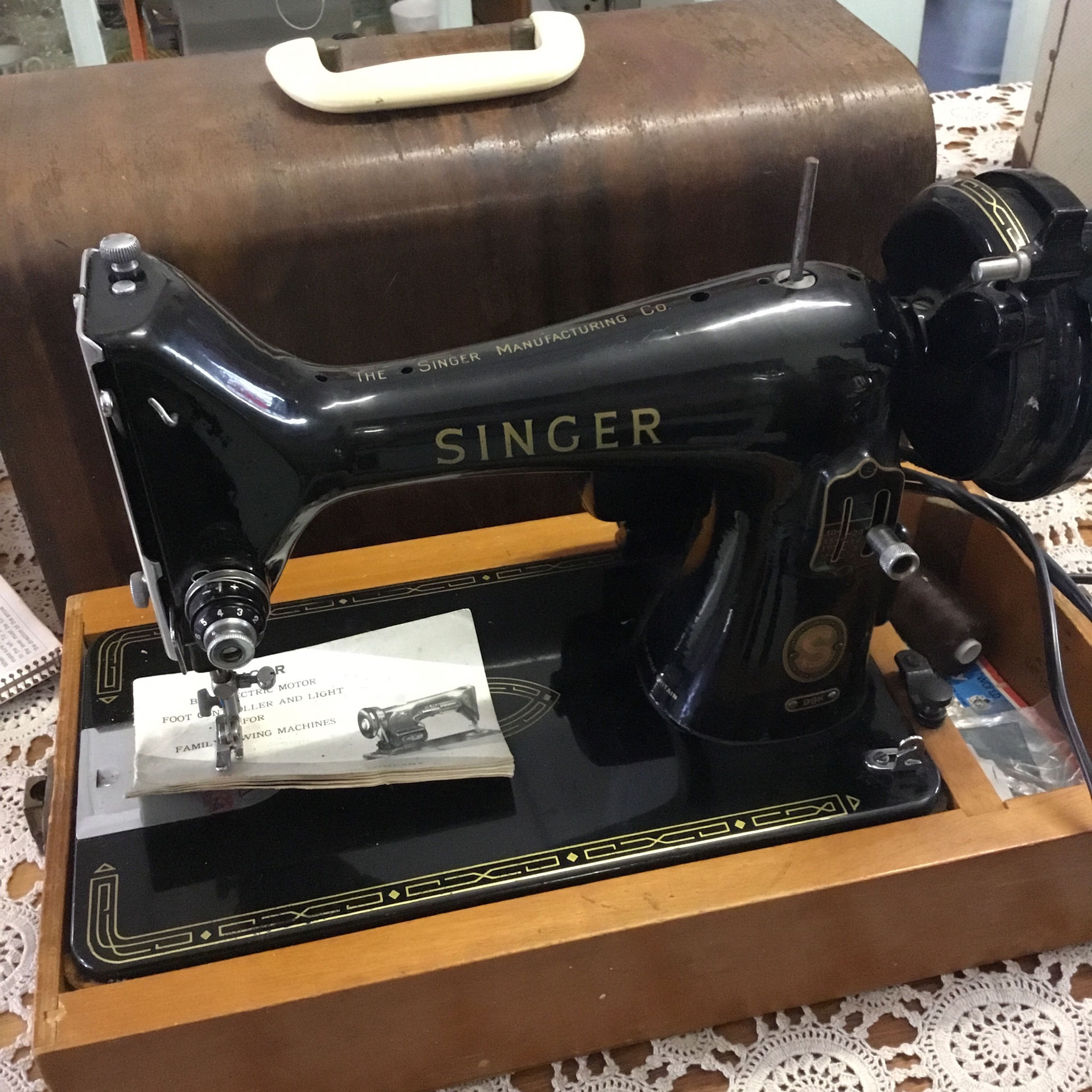 A Singer Sewing Machine And Its Rival 99 K Threading Diagram Founded In 1851 Singers Improved Over Previous Models By Allowing Users To Sew 900 Stitches Per Minute Compared With The 250