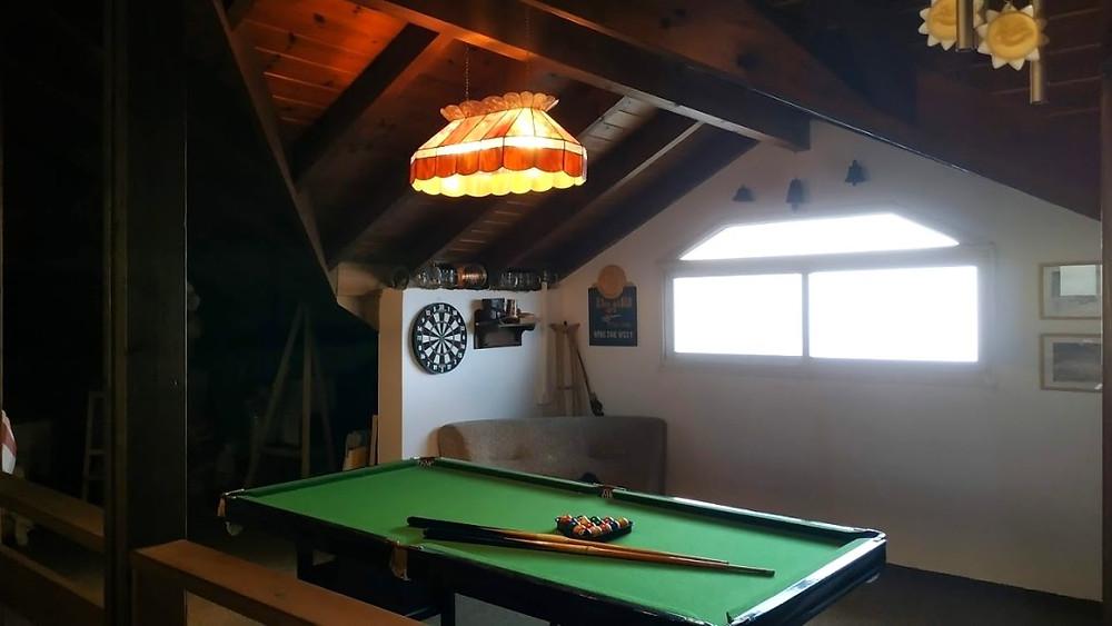 שולחן סנוקר בעליית הגג