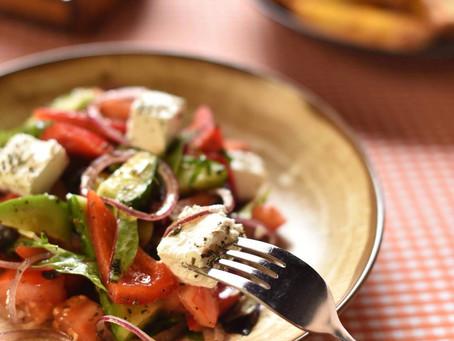 Помните про наши акции по дням недели? В понедельник с 16:00 любой салат - за полцены. Скидка 50%!