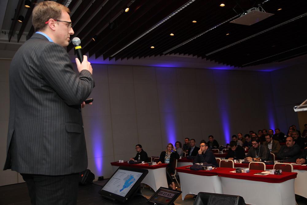 Douglas Scheibler em palestra no ATISerra