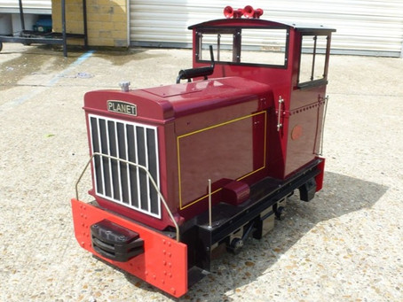 Matching the rolling stock paint colour to our Maxitrack loco