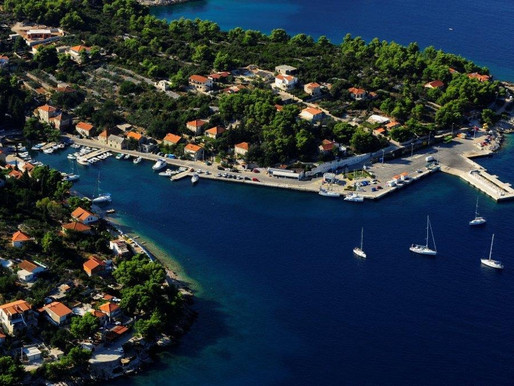 How to travel from Split to the island of Solta?
