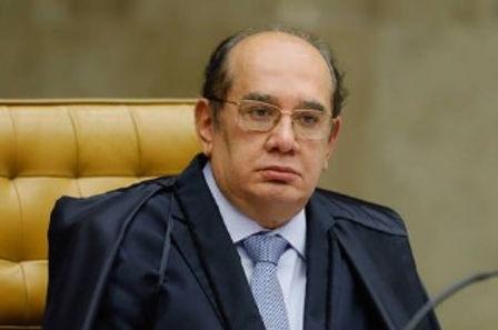 Gilmar Mendes mantém Queiroz e a mulher em prisão domiciliar.