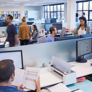 Iluminação no ambiente de trabalho: entenda a sua importância
