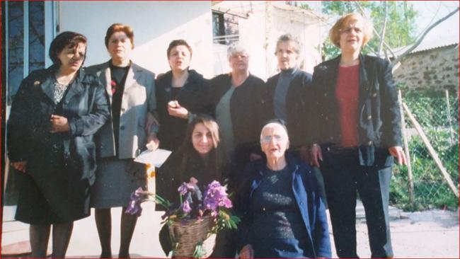 Οι γυναίκες του χωριού ψέλνουν τα Πάθη του Κυρίου πάνω από 16 χρόνια πριν