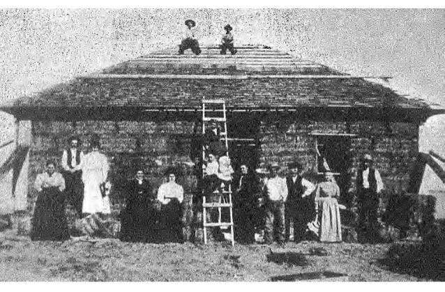 Una dintre primele case cu baloți de paie construite în Nebraska în secolul 19