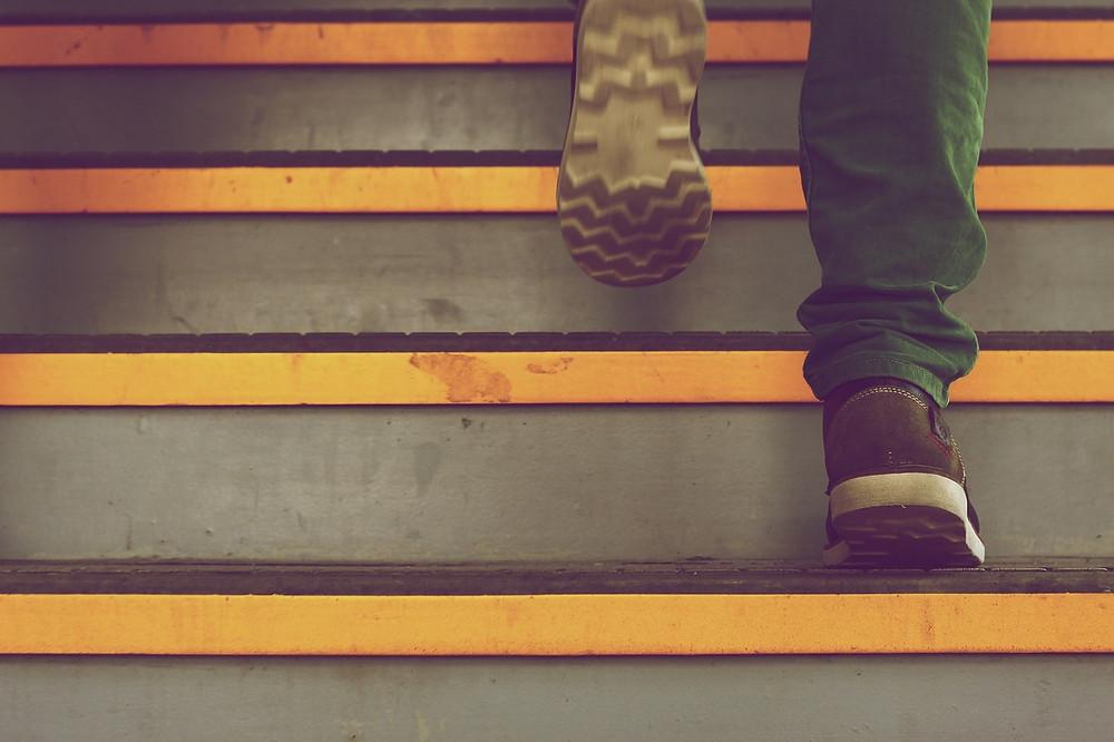 subir, escalones, éxito, sé el jefe, hectorrc.com