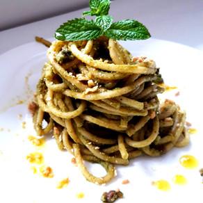 Bucatini con Crema di Broccoli, capperi, acciughe e taralli