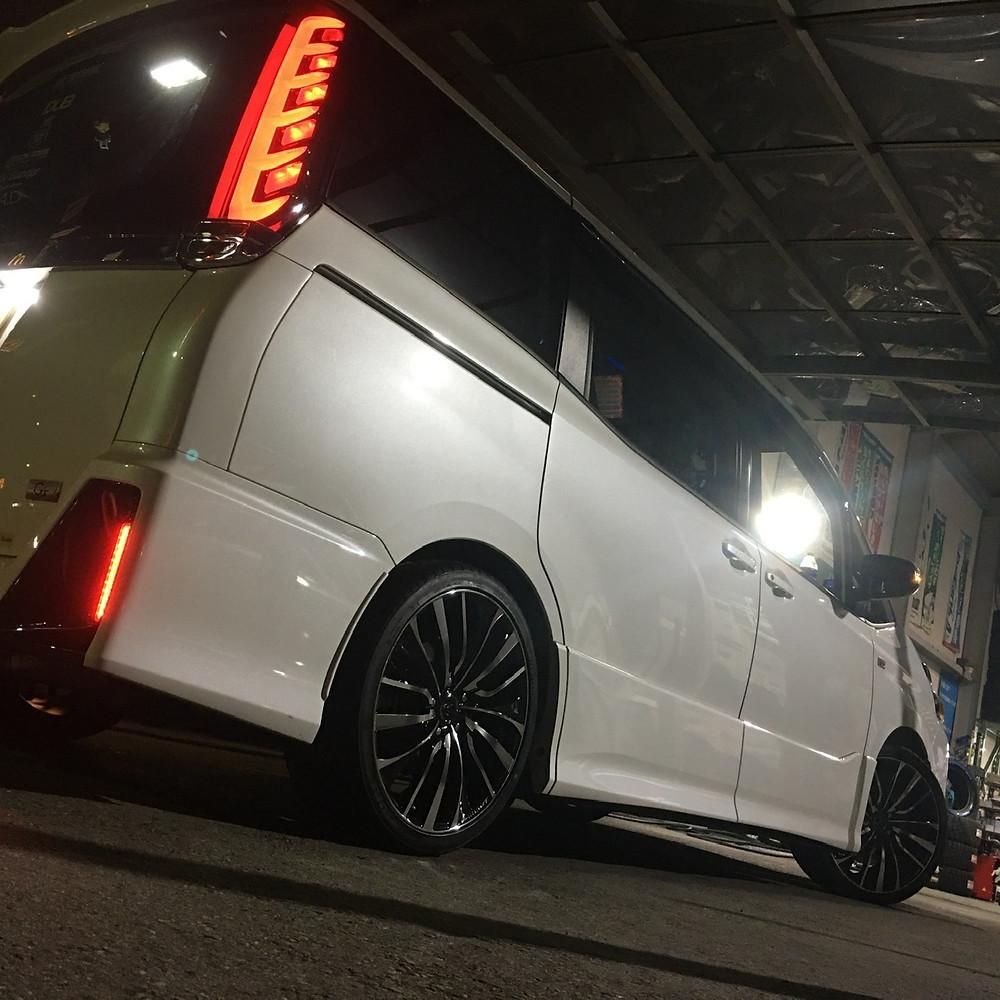 トヨタ VOXY ヴォクシー 80系 weds ウェッズ LEONIS レオニス VT 19インチ 8J インペリアル ミニバン