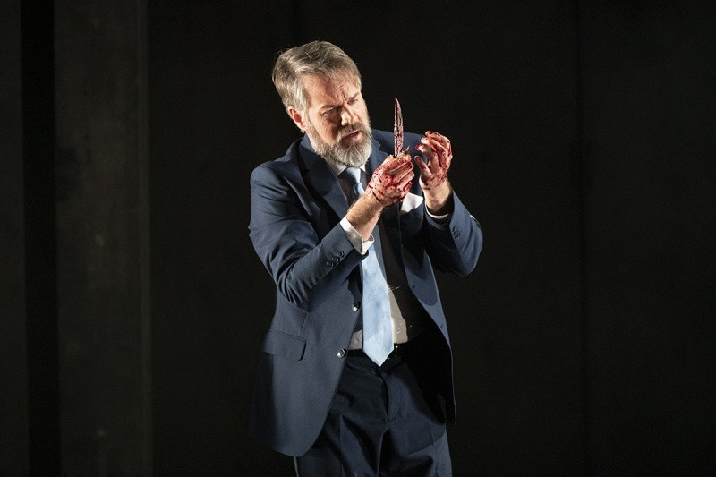 Grant Doyle as Macbeth in Engish Touring Opera's production