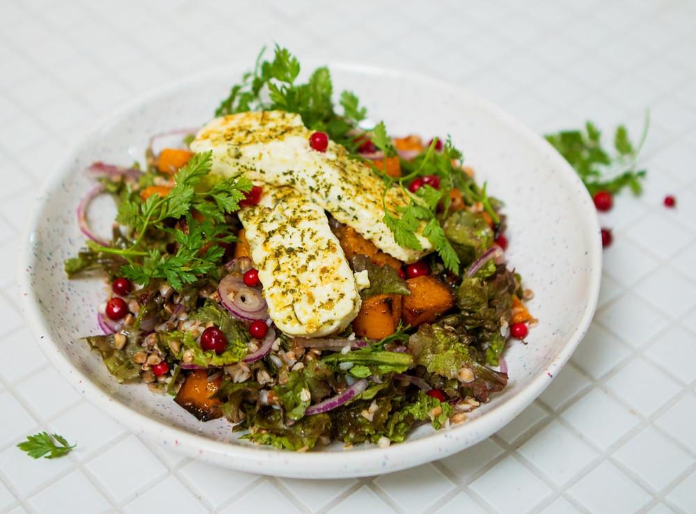 Grikių salotos su moliūgais ir varškės sūriu, vmg receptas