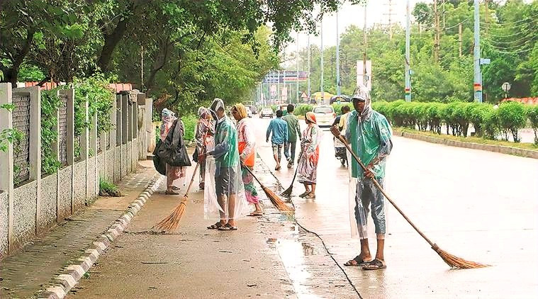 Indore swachh bharat cleaning routine road sweeping  zero solid waste and littering