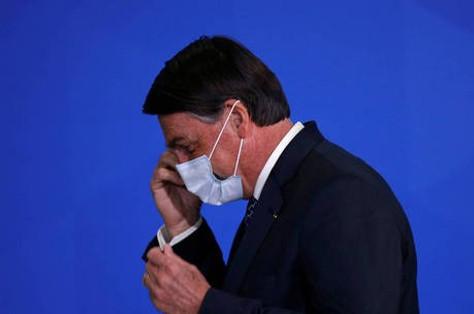 Bolsonaro sanciona lei de crédito a profissionais liberais na pandemia